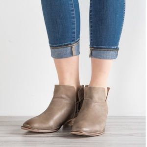 Anthro Seychelles Snare taupe booties